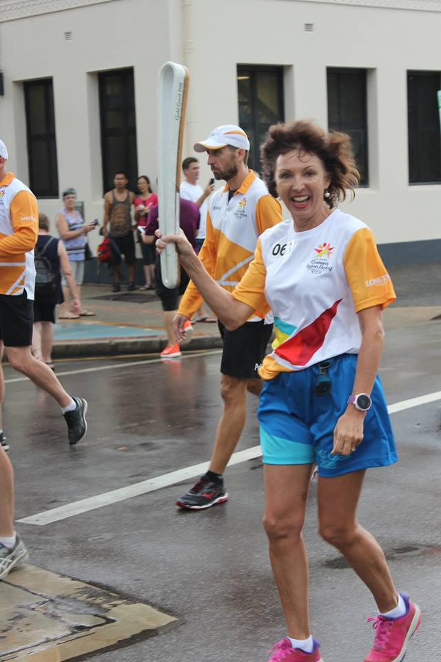 Rain fails to dampen Queen's relay for Helen Summers in Darwin